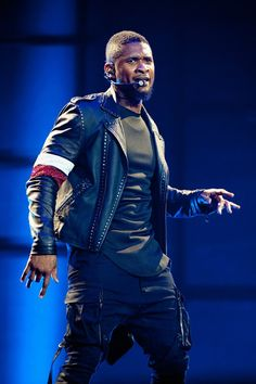Pin for Later: The Weekend's Must-See Snaps!  Usher was in the zone during his concert in New Orleans on Saturday.