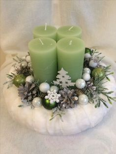 Simple And Popular Christmas Decorations; Christmas Candl… Simple And Popular Christmas Decorations; Christmas Colors, Simple Christmas, Christmas Wreaths, Christmas Crafts, Christmas Ornaments, Christmas Tree, Minimal Christmas, Natural Christmas, Christmas Candle Decorations