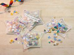 Pour le Nouvel An, pourquoi ne pas fabriquer vous-même vos cotillons? On Vous montre, dans ce tutoriel, comment réaliser des étoiles de confettis !