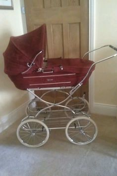 New Hauck Disney Mickey Charcoal Shopper Pushchair Buggy Pram Shop n Drive Travel System+car seat+changing bag+cosytoes+raincover Vintage Stroller, Vintage Pram, Retro Vintage, Pram Stroller, Baby Strollers, Double Buggy, Silver Cross Prams, Prams And Pushchairs, Baby Buggy
