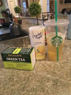 Copy cat Starbucks green tea lemonade Mix 1 quart of water with 1 2 pack lemonade mix and 1 quart of water with 5 green tea bags Combine the mixtures in one pitcher and add Splenda or your choice of sweetener to taste Easy and carb calorie friendly Summer Drinks, Fun Drinks, Healthy Drinks, Healthy Snacks, Healthy Eating, Healthy Recipes, Beverages, Starbucks Recipes, Starbucks Drinks