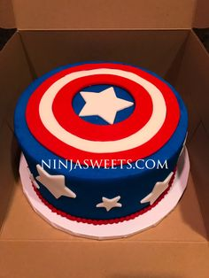 Inspiration Picture of Captain America Birthday Cake - Birthday Cake Vanilla Ideen Captain America Birthday Cake, Avengers Birthday Cakes, Captain America Party, 12th Birthday Cake, Superhero Birthday Cake, Themed Birthday Cakes, Themed Cakes, Captain America Cupcakes, Costume Captain America