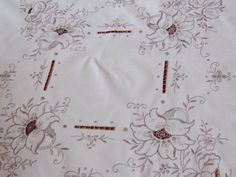 BEAUTIFUL VNTAGE CREAM LINEN & SILVERY TAUPE SILK MADEIRA TABLE CLOTH