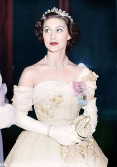 """royal-roaster: """"beautiful colorizations of Queen Elizabeth and Princess Margaret made by klimbims """" Margaret Rose, Princesa Margaret, Princesa Real, Royal Tiaras, Royal Jewels, Royal Princess, Prince And Princess, Elizabeth Ii, Queen Elizabeth Wedding"""