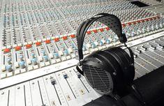 Si lo que buscas 🔎 es #calidad de #audio los #Audeze LCD-2C son los #auriculares ideales 🎧. Tienen una riqueza tonal que muy pocos auriculares reproducen sin sonar exagerados. Lo mejor para tus 👂