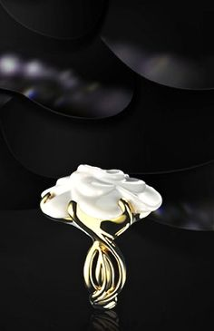 Chanel 18k gold & white agate ring