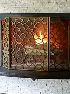 This three-panel fireplace screen brings beauty to your hearth. An eye-catching quatrefoil pattern with brushed brass finish easily suits decor from contemporary to traditional. Heavy-grade mesh contains sparks.