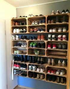 shoe storage Don't you just love how crates are used to arrange shoes? Find more shoe storage ideas Shoe Storage Hacks, Kids Shoe Storage, Rv Storage Solutions, Cheap Storage, Diy Storage, Storage Spaces, Storage Ideas, Budget Storage, Crate Storage