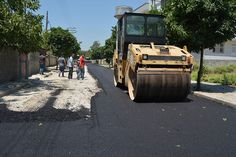 Adana Büyükşehir Belediyesi, Ceyhan İlçesi'nde doğalgaz, elektrik, su, kanalizasyon ve güvenlik kamera sistemi altyapı çalışmaları tamamlanan ana cadde ve bulvarlarda bitümlü sıcak karışım asfaltlama çalışmalarına başladı. Fen İşleri Daire Başkanlığı Yol İşleri Şube Müdürlüğü ekipleri ilk etapta Gaziosmanpaşa ve Tuzlugöl mahallelerindeki yolları asfaltla kaplayıp, ulaşım konforunu artırdı.  Başkan Hüseyin Sözlü'nün talimatları doğrultusunda sınırlı kaynakların …