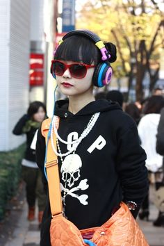 Harajuku street fashion Japanese Fashion I love her headphones they look so cool : )
