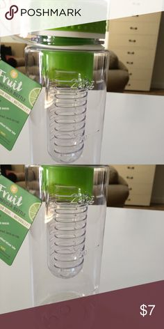 24 ounce weight watcher water bottle Weight watcher water bottle with room to infuse fruit ! Brand new with tags! In a fun bright lime green !! bpa free weight watchers Other