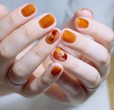 Accessory trend: tortoiseshell # nails # marbled - Nageldesign - Nail Art - Nagellack - Nail Polish - Nailart - Nails - Home Accessories Cute Nail Art Designs, Nail Effects, Trendy Nail Art, Super Nails, Nagel Gel, Red Nails, Orange Nails, Fall Nails, White Nails