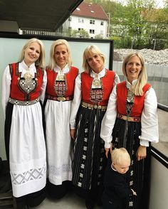1 hardangerbunad to the left, 3 sunnhordalandsbunad to the right Folk Costume, Costumes, Norway Viking, Victorian Gown, Scandinavian Folk Art, Folk Embroidery, Ethnic Fashion, Cute Designs, Traditional Outfits