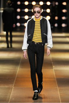 See all the Collection photos from Saint Laurent Spring/Summer 2014 Menswear now on British Vogue Paris Fashion, Fashion Show, Mens Fashion, Fashion 2020, Vogue Paris, Paris Mode, Moda Paris, Saint Laurent Paris, Men's Collection