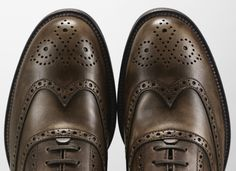 A close-up of the #Brogue details embellishing these fine Tod's prefaded calf leather lace-ups.