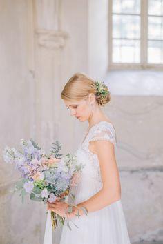 "Shooting inspiration mariage ""Poétique"" | Photographe : Yeter Kurt | Robes de mariée : Mademoiselle Rêve | Donne-moi ta main - Blog mariage  #créatrice #RobeDeMariée #RobesDeMariée #WeddingDress #MademoiselleRêve #MakeUp #HairStyle #Coiffure #Maquillage #mariage #mariée #bride #bridal #BrideToBe #FutureMariée #BouquetDeFleurs #fleurs #Bouquet #France #photographe #PhotographeMariage #YeterKurt #YeterKurtPhotography  #Isère #AuvergneRhôneAlpes #BlogMariage #Blog"