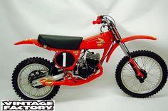1976 Honda Elsinore FMF Racer build by Scott Steger/Vintage Factory Honda Motorbikes, Honda Motorcycles, Motocross Bikes, Vintage Motocross, Vintage Bikes, Vintage Motorcycles, Old School Motorcycles, Honda Cub, Motorcycle Racers
