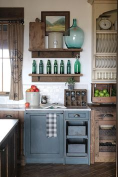 Rustic Cabinets For Your Antique Kitchen Alder Cabinets, Rustic Kitchen Cabinets, Primitive Kitchen, Kitchen Decor, Kitchen Counters, Unfitted Kitchen, Gray Cabinets, Countertop, Cottage Kitchens