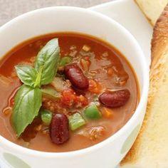 野菜や豆がたっぷり入った、ボリューム満点のスープです。