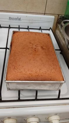 Bizcochuelo básico sin TACC Basic sponge cake without TACC gluten-free desserts Gluten Free Cakes, Gluten Free Desserts, Gluten Free Recipes, Bread Recipes, Healthy Recipes, Box Cake, Pound Cake, Delish, Food And Drink