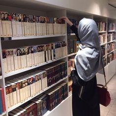 Arab Girls Hijab, Muslim Girls, Muslim Couples, Niqab Fashion, Muslim Fashion, Beautiful Muslim Women, Beautiful Hijab, Hijabi Girl, Girl Hijab
