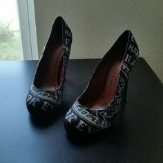 $30....ED HARDY....GORGEOUS ...BLACK HEELS ...GREAT CONDITION ...FINAL NO OFFERS. ...LIKE NEW  ....NORMAL WEAR ....NO FLAWS. ....GORGEOUS  ....true to its size and color ....black /white... ....LOGO ...writing throughout  ....2 pic up close  ....4 pic shows ...bottom sole..minor wear ....better in person Ed Hardy Shoes Heels