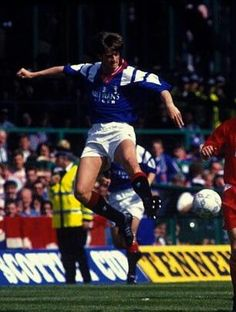 Peter Huistra in action during the 1993 Scottish cup final against Aberdeen. Rangers won 2-1.