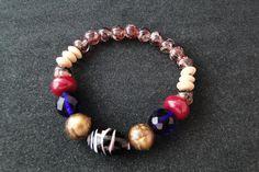 Pulseira Balangandã • Composição: Pedras de murano, pedras de coral, esferas de resina e botões de madeira.
