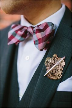 Harry Potter groom boutonniere pin @weddingchicks