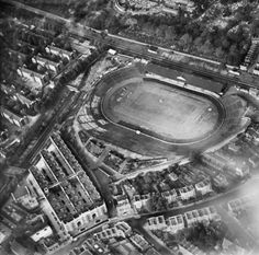 Stamford Bridge Part of the Aerofilms collection found on the Britain from Above site. Chelsea Football Club, Chelsea Fc, British Football, English Football League, Soccer Stadium, Football Stadiums, Chelsea Champions, Bristol Rovers, Uk History