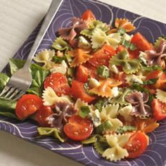 """Wacky Mac(R) Five-Ingredient Tomato and Basil Salad-""""Five easy ingredients transform a dish of Wacky Mac into a flavorful combination with blue cheese, tomatoes and basil. Side Recipes, Dinner Recipes, Light Pasta Salads, Mac Recipe, Cooking Recipes, Healthy Recipes, Healthy Meals, 5 Ingredient Recipes, Five Ingredients"""