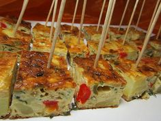 Ofentortilla, a very nice recipe with image from the category Spain. - Fingerfood u herzhaft Snack s - Healthy Appetizers, Appetizers For Party, Yummy Snacks, Snack Recipes, Fingerfood Party, Easy Recipes, Party Finger Foods, Snacks Für Party, Easy Smoothie Recipes
