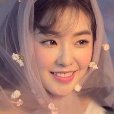lq red velvet irene icon #redvelvet Irene Red Velvet, Red Velvet Seulgi, Kpop Girl Groups, Korean Girl Groups, Kpop Girls, Foto Gif, Red Valvet, Girl Cakes, Snsd
