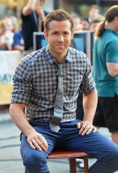 When he rocked the tight pants/checkered shirt combo of your dreams: 17 Reasons To Fall In Love With Ryan Reynolds Style Ryan Reynolds, Blake Lively, Gq, Work Casual, Men Casual, Plaid Shirt Outfits, Flannel Shirts, Men's Shirts, Country Girl Dresses