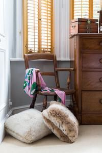 Clapham - Bedroom/chair and pillows