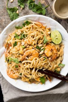 ) Paleo & Keto Pad Thai With Shirataki Noodles gnom-gnom can u eat gluten free on keto - Gluten Free Recipes Keto Shrimp Recipes, Shrimp Recipes For Dinner, Paleo Recipes, Asian Recipes, Low Carb Recipes, Cooking Recipes, Paleo Food, Vegetarian Keto, Vegetarian Dinners