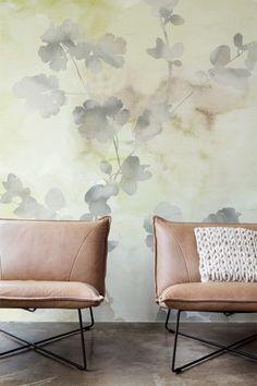 BN Wallcoverings - Glassy - De transparantie van aquarel verf is het uitgangspunt van de Glassy collectie. Verschoten abstractie in combinatie met een vleugje van de natuur. Muren die er kwetsbaar uitzien, maar licht en ontspannen tegelijkertijd. Handgemaakte kunst over je hele muur. #behang #wallpaper #interior #interieur #wonen #inspiratie