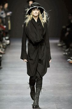 Ann Demeulemeester Fall 2008 Ready-to-Wear Fashion Show - Linda Vojtova (NATHALIE)
