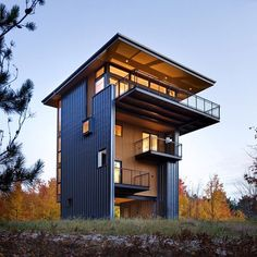 The Glen Lake Tower by @prentissarchitects is a residential #home designed as a #sustainable #retreat in #Michigan and features two tin-like, metal-clad walls that support the three-story home. Expansive views of #GlenLake and #LakeMichigan can be enjoyed from all directions.