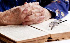 Leer es importante para mantener la actividad cognitiva de las personas con Alzheimer por lo que es importante fomentar y conservar el hábito de la lectura