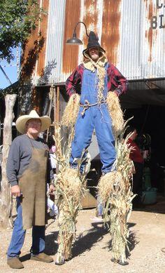 stilts-scarecrow.jpg (849×1401)