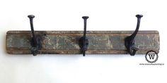 Robuuste kapstok voor stoer opbergen. Gemaakt van oud hout van huizen en boten.