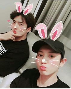 Exo Chanyeol And Sehun is so cute Chanyeol Cute, Chanyeol Baekhyun, Exo Ot12, Chanbaek, Kpop Exo, Exo K, Exo Couple, Exo Group, Exo Official