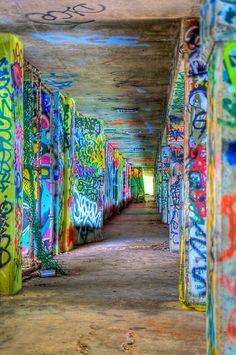 Graffiti in marine stadium (Miami, Florida) Urban Decay Photography, Graffiti Photography, Photography Projects, Urban Graffiti, Graffiti Murals, Miami Street Art, Cool Pictures, Cool Photos, Pavement Art