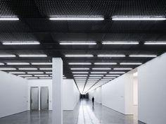 Casper Mueller Kneer Architects / White Cube Bermondsey. More tube lighting against textured ceiling (expanded mesh)