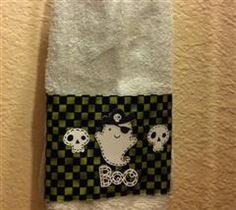 Add to your decoration by using your Cricut to give new life to your towels by making towel covers. Never would have though of this. So cool. I'll never just buy Holliday towels again.