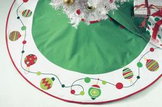Whimsical ornament printed border tree skirt with hidden button closure. cotton and machine washable cold separately; Diy Christmas Tree Skirt, Xmas Tree Skirts, Christmas Sewing, Felt Christmas, Christmas Crafts, Christmas Quilting, Christmas 2016, Christmas Ornaments, Christmas Centerpieces