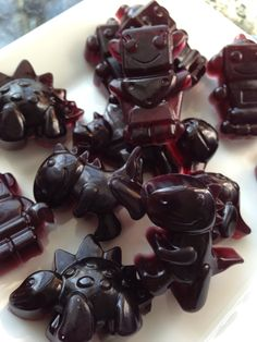 Recipe for homemade fruit gummies without all the bad stuff! Love the molds used - dinosaurs and robots!!