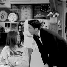 Top 10 reasons to worship Jennifer Aniston, the most beautiful woman in humanity Serie Friends, Friends Cast, Friends Gif, Friends Moments, Friends Show, Friends Forever, Friends Poster, Ross Et Rachel, Friends Ross And Rachel