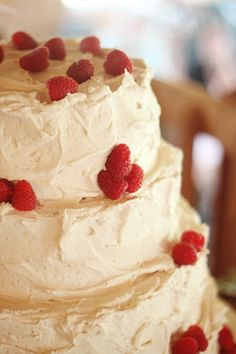Your cake doesn't have to be fussy to be perfect. This DIY cake with butter cream icing and raspberries is as delicious as it is vow renewal perfection. Sweet and Simple Virginia Wedding « Southern Weddings Magazine Maybe with black berries? Raspberry Wedding, Raspberry Cake, Wedding Cake Inspiration, Wedding Ideas, Wedding Colors, Rustic Wedding, Wedding Reception, Diy Cake, Southern Weddings